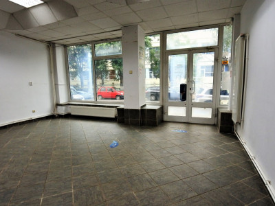 Vasile Alecsandri-spațiu comercial de inchiriat-vitrină mare