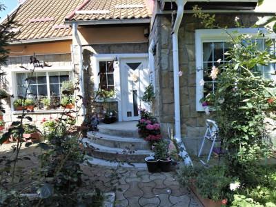 Calea Moldovei - vila deosebita - teren 3.000 mp + anexa-casa de locuit