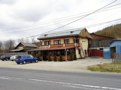 Buhuși-stradal-afacere la cheie-bar-terasă-pensiune-spălătorie auto-parcare mare