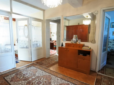 zona Cascada - apartament 3 camere in bloc tip vila + garaj + boxa subsol